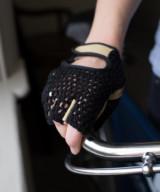 Retro Crochet Cycling Gloves – Beige & Black